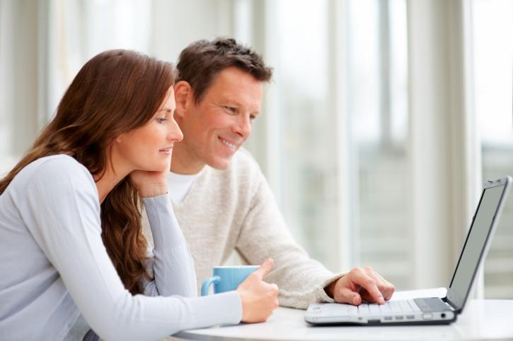 147271196-Couple-on-laptop