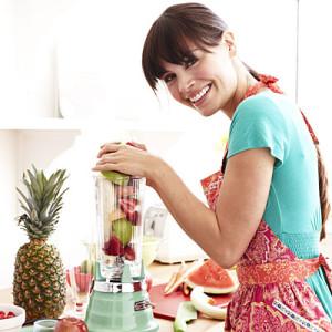 woman-blending-fruit-20501331-400x400